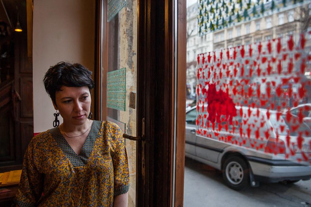Király Kinga Júlia egy belvárosi kávézóban | Fotó: Magócsi Márton
