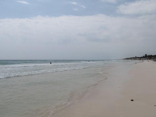 Tulum: la plage devant des kms d'hôtels et restaurants pour touristes