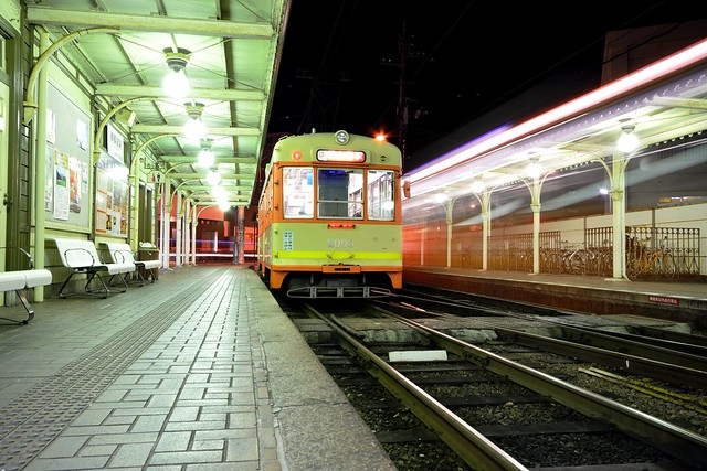 道後温泉駅と市電