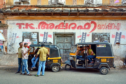 India - Kerala - Fort Cochin - Streetlife With Auto Rickshaws - 142