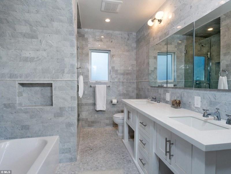 Светлый кирпич в дизайне ванной