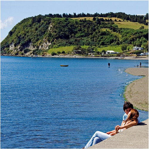 ocean chile love southamerica water kissing candid streetphotography romance quellon islagrandedechiloe