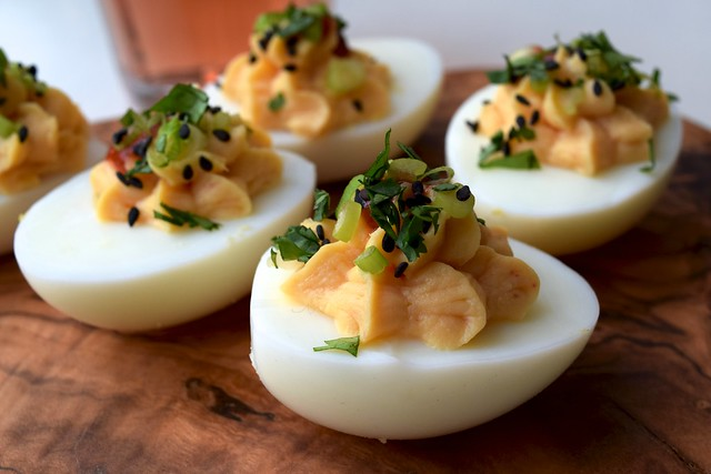 How To Make Devilled Eggs | www.rachelphipps.com @rachelphipps