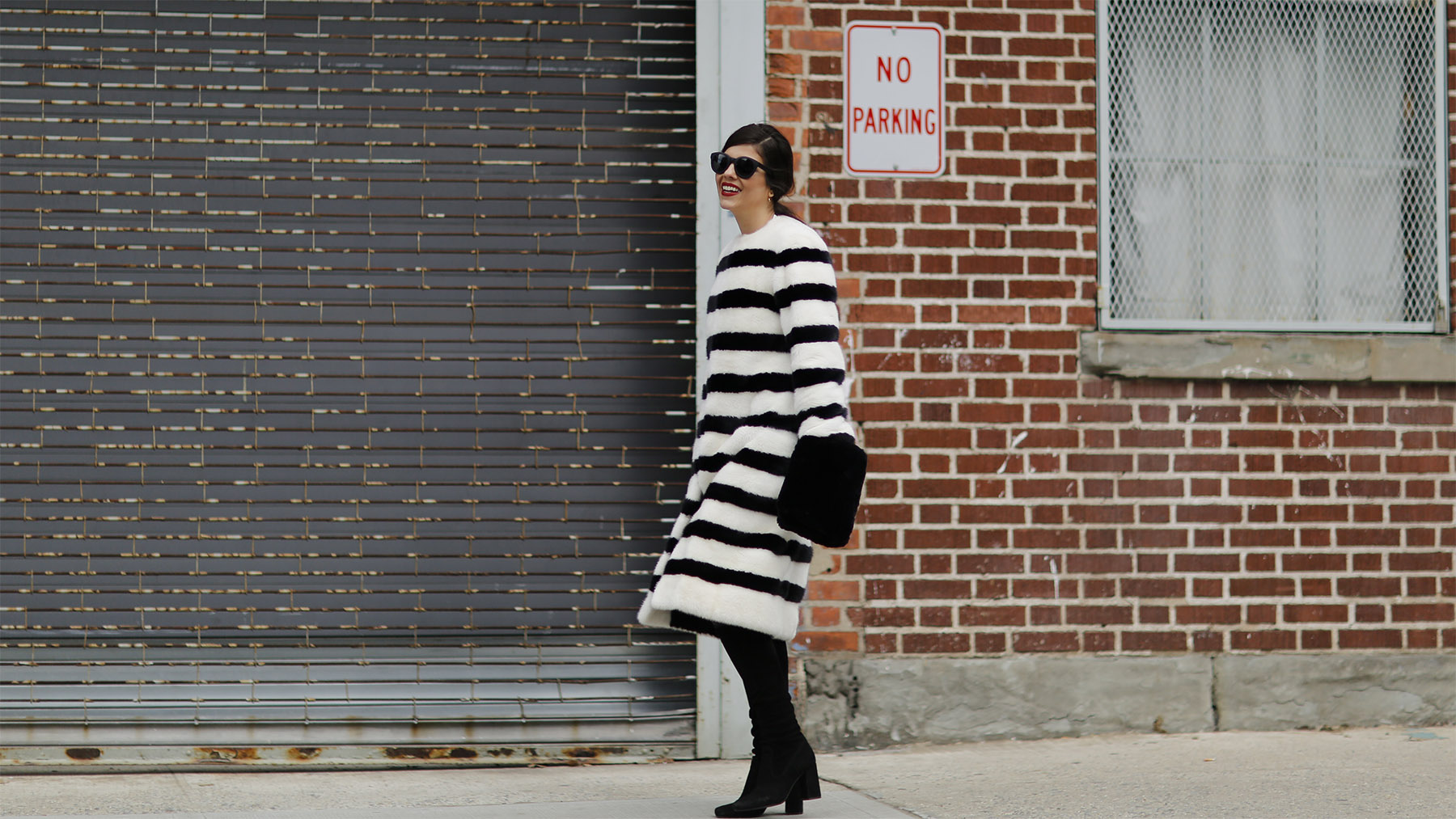 trendy-taste-nyfw-tresemme-a-moi-show-abrigo-blanco-negro-pelo-5