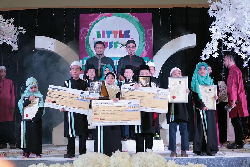 Pemenang bersama Pengarah Urusan Raffelinna Muhammad Rafie & Wakil Feryal Professional En Mohd Syafiq Yaakob