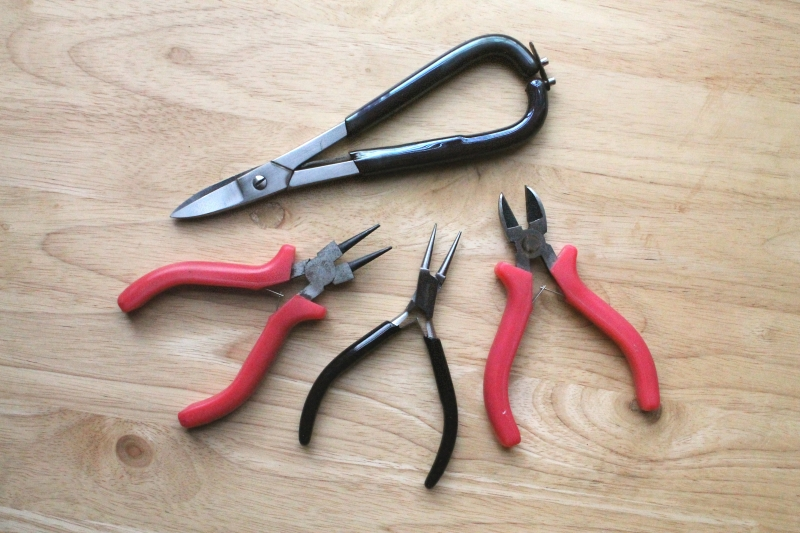 Metal shears, pliers, snips
