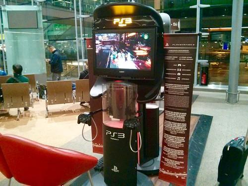 Video game PS3 no Aeroporto de Paris