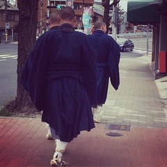 following the o-bo-san(buddhist priests) near tofukuji station❤︎  #kyoto #tofukuji #japan #東福寺 #京都
