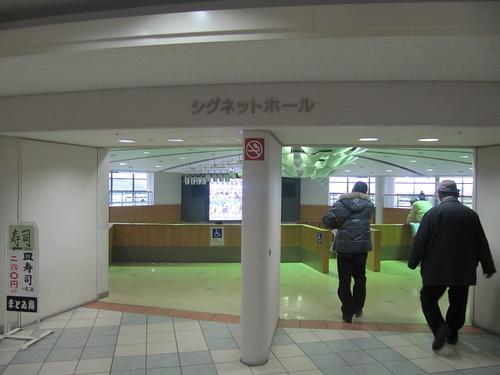 京都競馬場のシグネットホール入口
