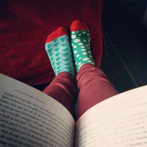 Wat kan je anders doen op een vrije zaterdag met een losgebarsten valling en nog heel veel te lezen boeken in huis... 😎📚 #currentlyreading #boekenwurm #perfectsaturday