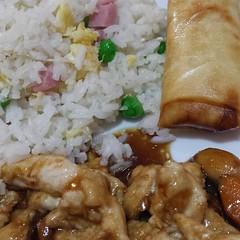 trio #chino #arroztresdelicias #polloconalmendras y #rollitoprimavera...