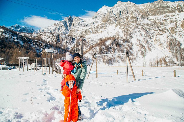 Shiloh and Will playing in snow at alpe devero with mommy-2