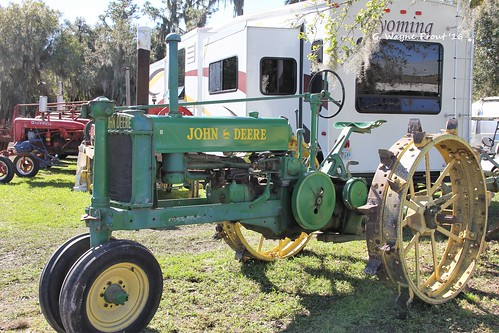 johndeeremodelbtractor 2016antiqueengineandtractorswapmeet floridaflywheelersantiqueengineclub fortmeade polkcounty florida usa prout gerladwayneprout canon canoneos60d johndeere modelb sunrisemeadows flywheelers antique engine club sunrise meadows fort meade polk county