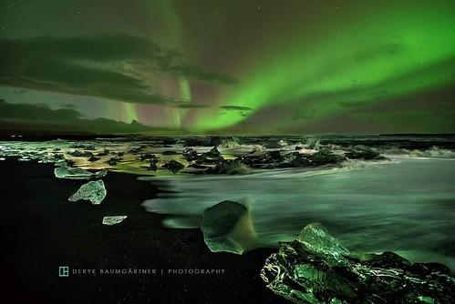 #iceland #jokusarlon #blackbeach #northern_lights #travel #natgeotravel #ig_europe #igtravel #natgeo #auroraborealis #auroraborealis #aurora #ocean #deryk_baumgaertner #photographercrossing