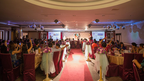 [高雄婚宴推薦]有吃又有拿,在高雄尊龍大飯店參加婚宴還能玩拍照機! (2)