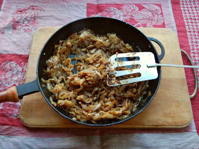 Карамелизованный лук - моя любимая еда. Как приготовить карамелизованный лук, он же луковый мармелад, - рецепт с пошаговыми фотографиями в блоге Хорошо.Громко.