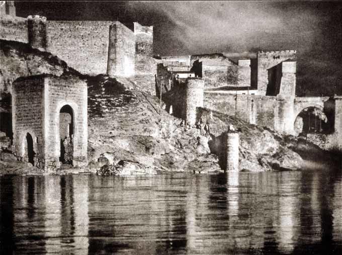 Baño de la Cava en los años 20. Fotografía de José Ortíz Echagüe. Fondo Fotográfico de la Universidad de Navarra