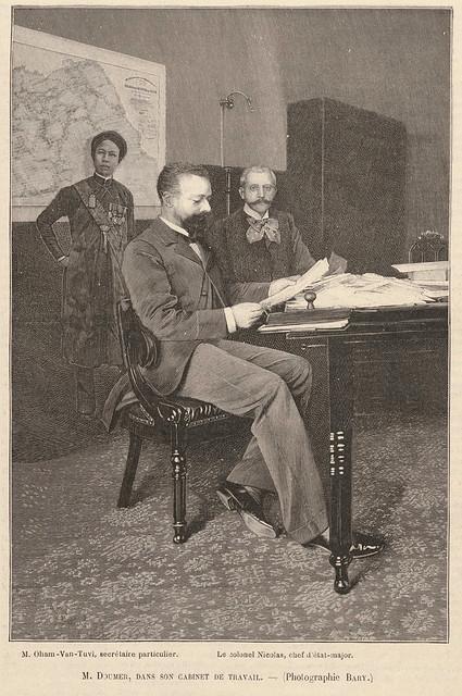 M. DOUMER, DANS SON CABINET DE TRAVAIL