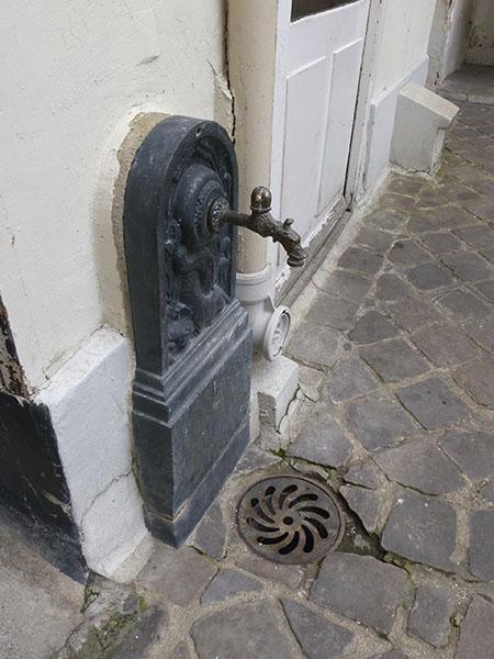 fontaine  la cour