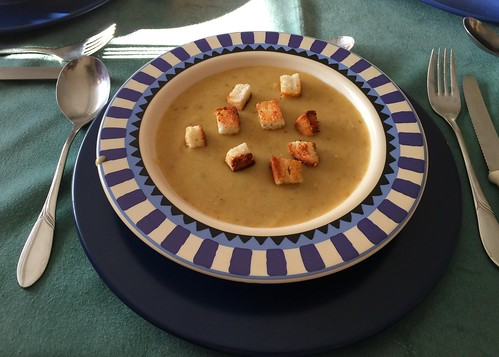 Hessian potatoe soup with croutons / Hessische Kartoffelsuppe mit Croutons