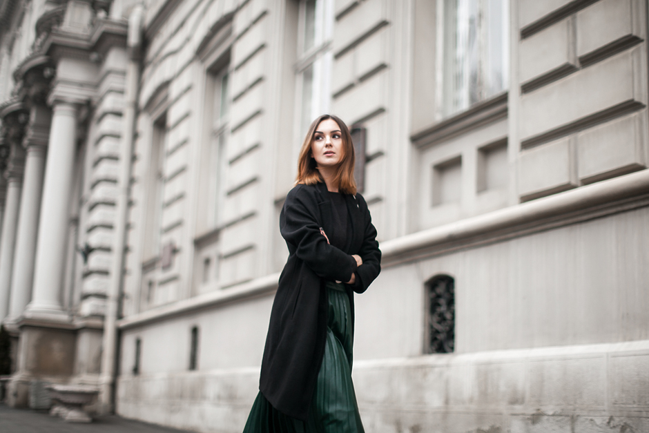 pleated-skirt-midi-street-style