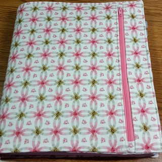Last night I made a cover for my Quilters Planner using the very coveted Elm Creek Quilts double wedding ring fabric Jen gave me. @cre8tivequilter