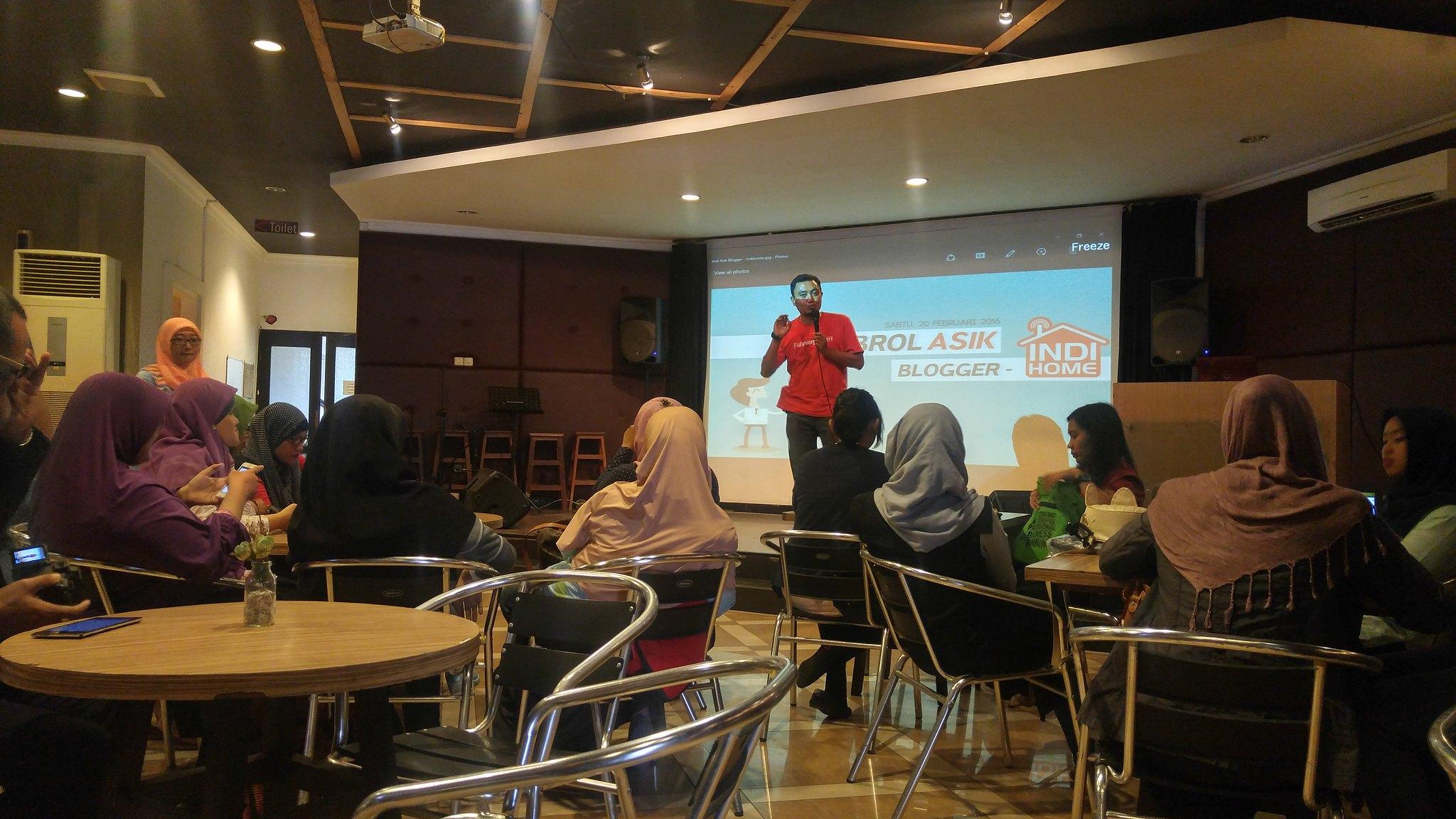 Blogger Surabaya Iyorikharismablog Handphone Di Hotel Santika Pandegiling Asik Banget Acaranya Mana Waktu Pulang Dapet Doorprize Pula Huahaha Karena Berpikiran Acara Kali Ini