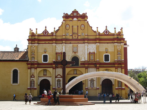 San Cristóbal de las Casas: la cathédrale de San Cristóbal Mártir et la croix maya