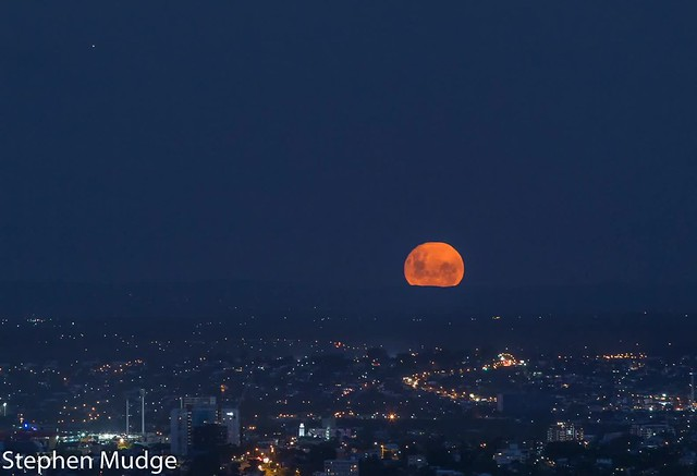 Moonrise over Brisbane