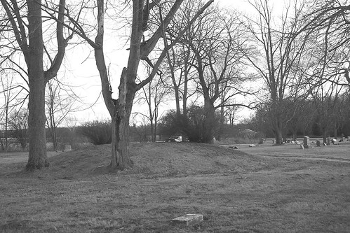 mound_builders- burial mound in Warren, Indiana