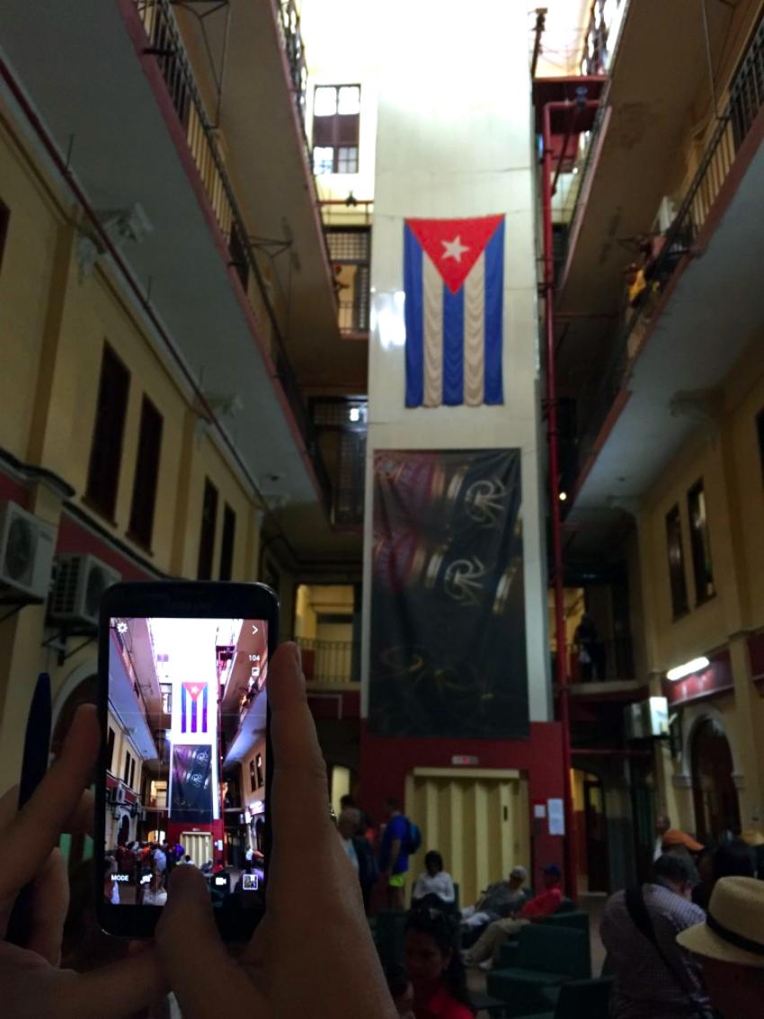 visita a la fábrica de puros de La Habana: Fabrica de Puros de La Habana en Cuba fábrica de puros de la habana - 26263404451 772669d649 o - Visita a la fábrica de puros de La Habana en Cuba