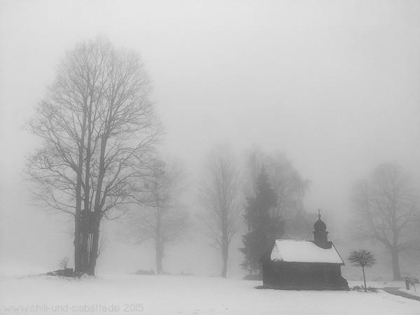 Kapelle Harlachberg im Nebel