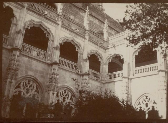 Claustro de San Juan de los Reyes en Toledo hacia 1909