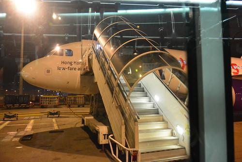 香港エクスプレス香港国際空港に到着