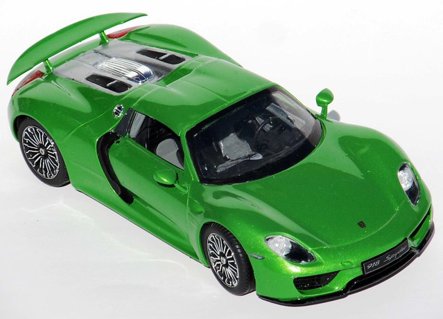 porsche 918 spyder 1 24 scale revell model kit 85 4329 review right on re. Black Bedroom Furniture Sets. Home Design Ideas