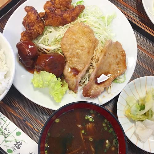 ランチ食べながら打ち合わせ これから取材じゃ〜 #japan #japanese #japanesefood #lunch
