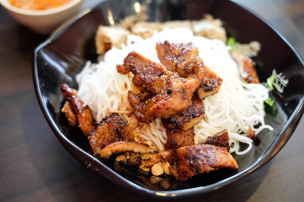 Long Phung Vietnamese Restaurant: Bun Thit Nuong Cha Gio