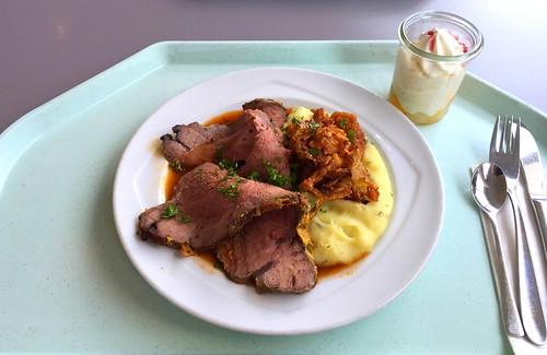 Roastbeef with port wine sauce & potato parnip mash / Roastbeef mit Portweinjus & Kartoffel-Pastinakenpüree