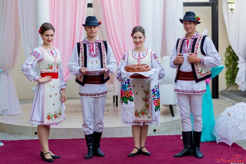 """Ansamblul """"SĂLCIOARA"""", dansatori la nunţi, cumătrii şi alte ceremonii! > Foto din galeria `Principala`"""