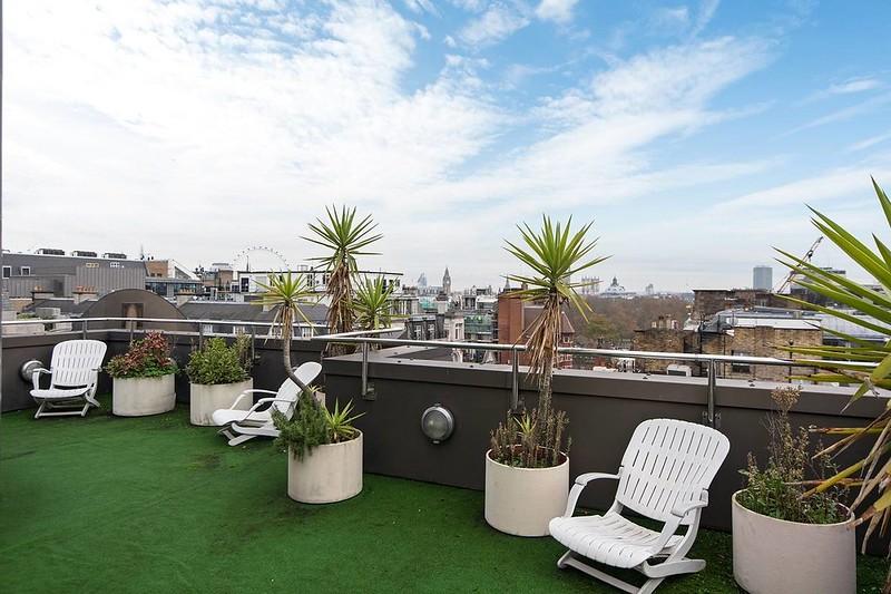 Терраса на крыше с видом на Лондон