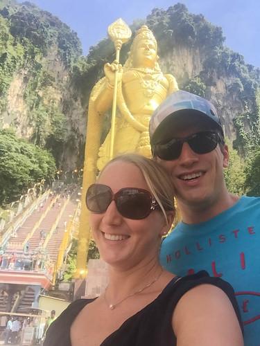 Viele Stufen führen hoch in die Batu Caves