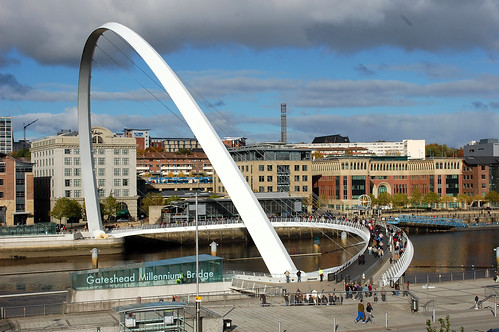Gateshead_Millennium_Bridge_Down