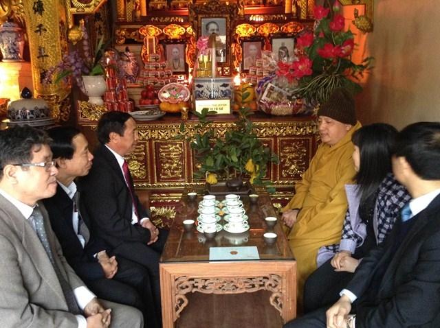 Lãnh đạo TP trồng cây lưu niệm tại chùa Thắng Phúc
