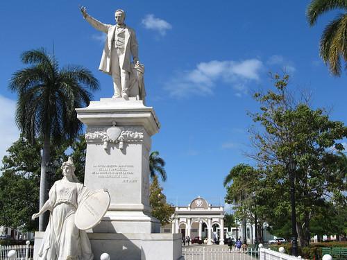 Cienfuegos: statue de José Martí