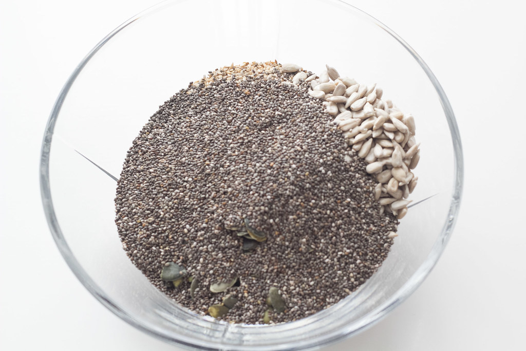 Opskrift på hjemmebagt Glutenfri knækbrød - Chiaknækbrød