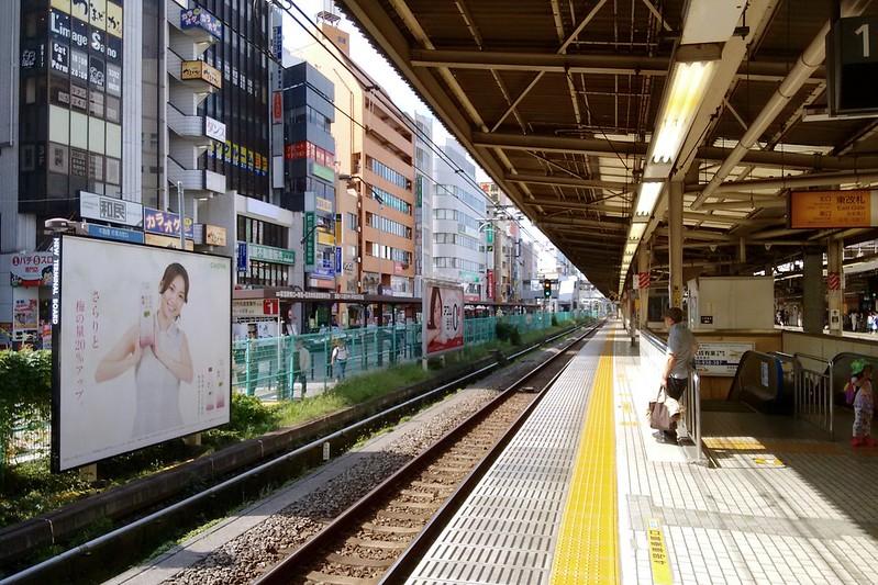 一早搭車出發,從荻窪站換往三鷹方向。