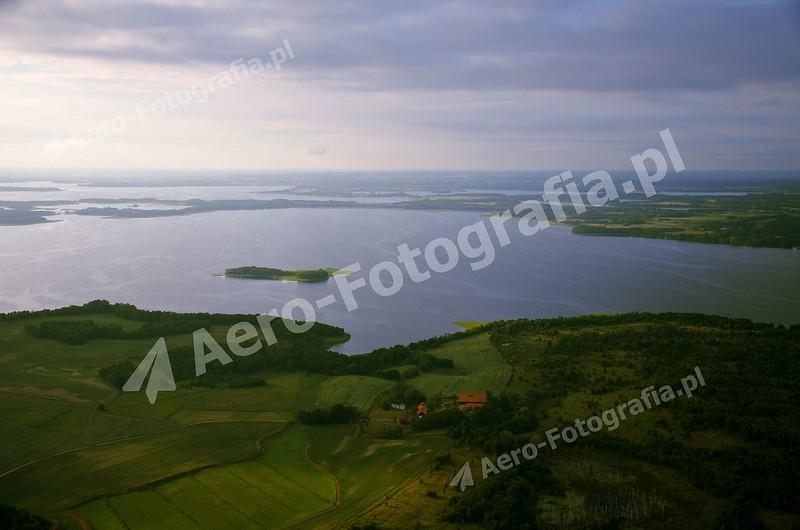 Jezioro Dargin i wysepka Poganckie Kępy.