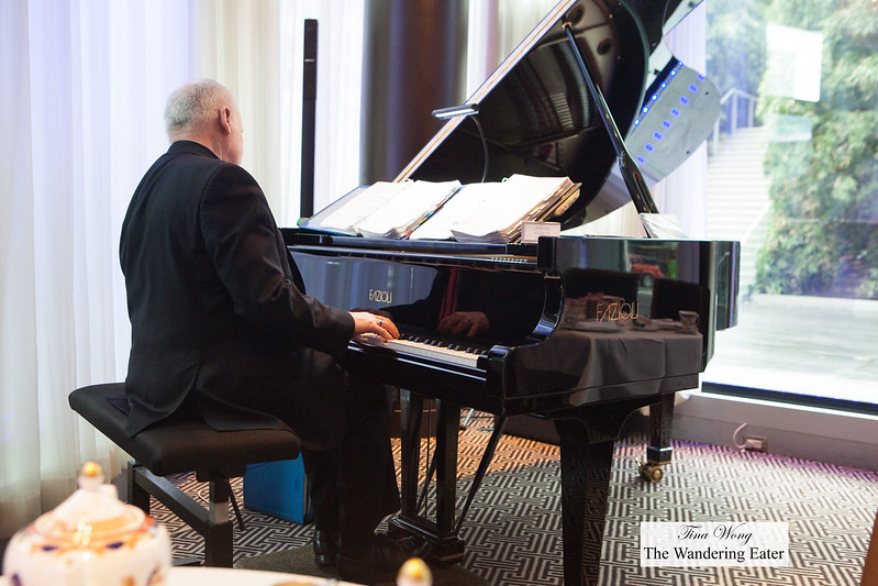Live pianist playing