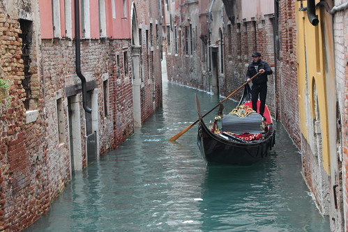 I'm a poor lonesome gondolier...