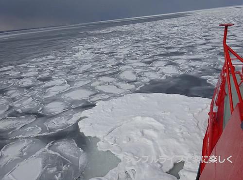 流氷、ガリンコ号流氷帯に近づく